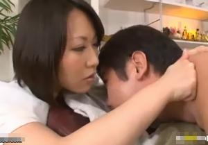 明らかに客を挑発している前田優希のエロマッサージが凄い。