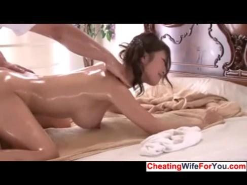 知的な元CAの人妻がセックスフレンドにしつけされてる。